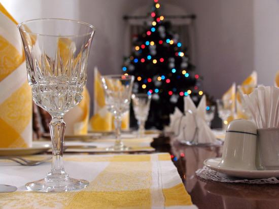 Роспотребнадзор  посоветовал встречать Новый год в танце, налегая на салаты