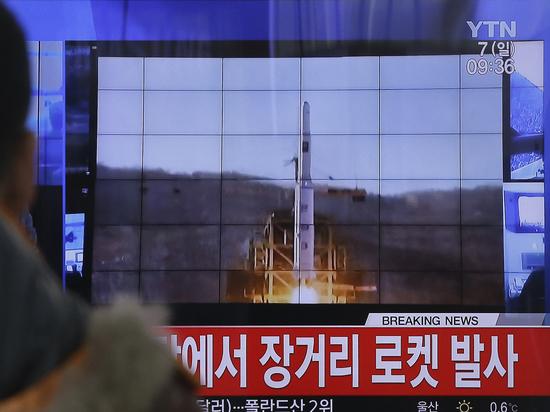 Баллистическая ракета упала на город в КНДР