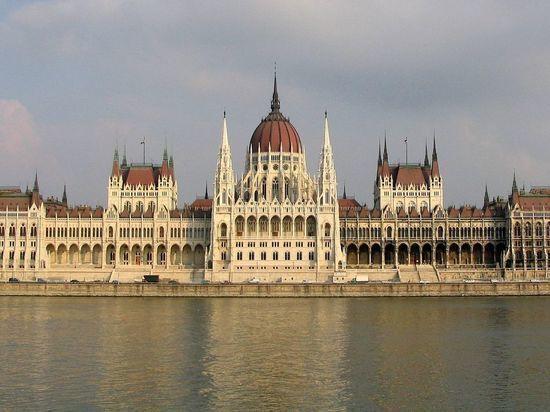 Премьер-министр Венгрии: «Мы рассматриваем их как мусульманских захватчиков»