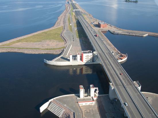 В Петербурге отменили угрозу наводнения