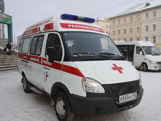 Три крупные клиники Башкирии получили новые реанимобили