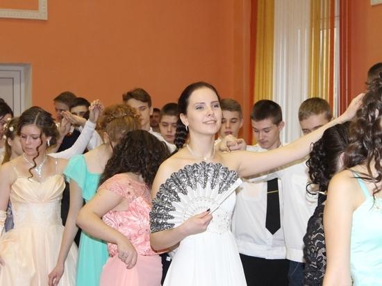 В Смоленске состоялся первый Рождественский юнармейский бал