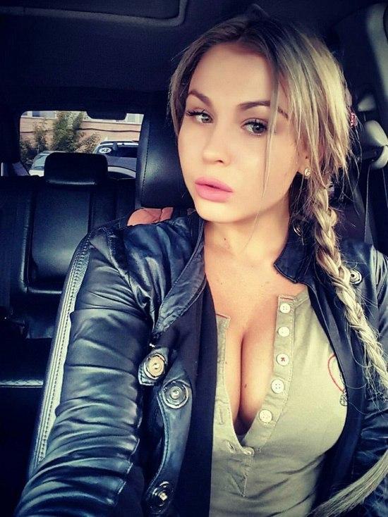 Красавица-блондинка из Казахстана была замечена в объятиях футболиста