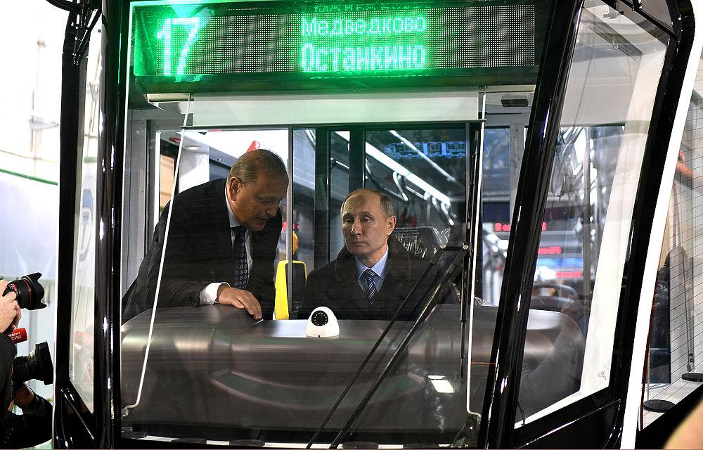 Владимир Путин посетил Тверской вагоностроительный завод