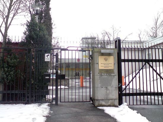 Украинец разворотил торгпредство России в Швеции, атаковав три раза
