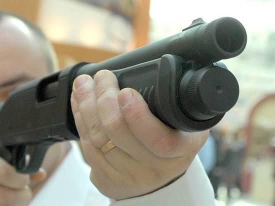 Стрелка доставили в отделение полиции, а дебошира — в больницу