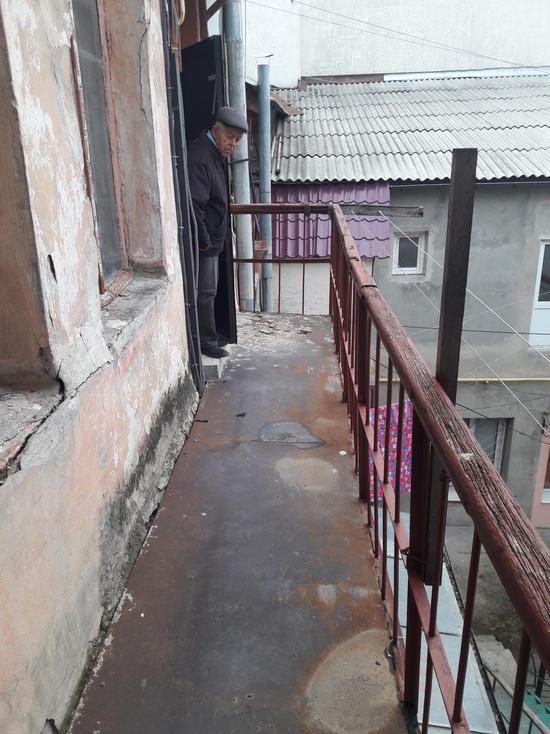 В Симферополе жильцам перекрыли доступ в квартиры
