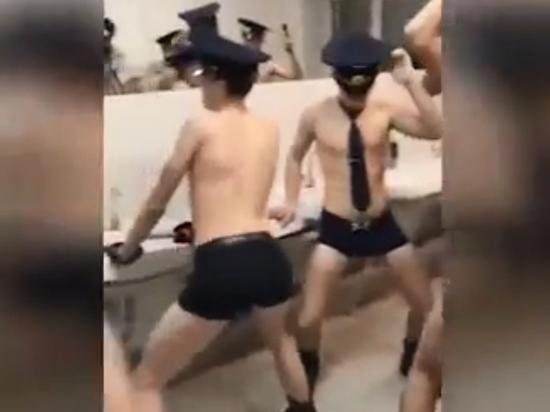 Видео «БДСМ-вечеринки» будущих пилотов взорвало сети: как теперь летать