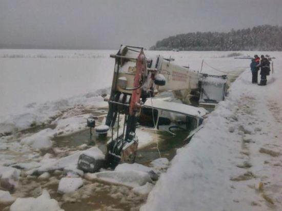 Из-за халатности водителя в воду попала нефть