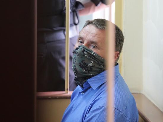Ему продлили арест всего на месяц, а сам подследственный похвастался, что вылечил печень