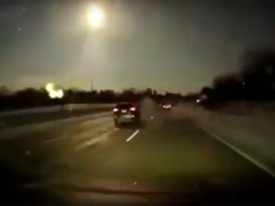 Метеорит озарил небо над ночным Детройтом и вызвал землетрясение