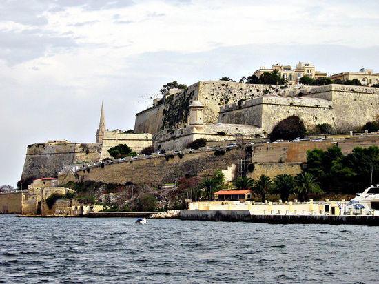 В Bloomberg пояснил, почему российские олигархи «побежали» на Мальту