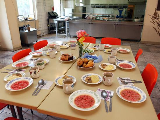 Бесплатное питание в школах: не отравятся ли дети
