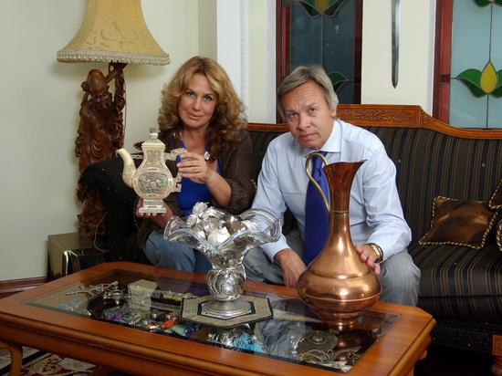 Жена Пушкова объяснила заграничный отдых мужа: это часть работы
