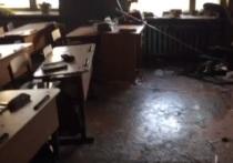 Пресс-служба правительства Бурятии сообщила о том, что на школу в военном поселке Сосновый бор напали трое подростков: в настоящий момент один из них задержан после попытки самоубийства, ведутся поиски еще двоих