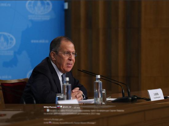 Иллюзорная и опасная тенденция: У России хотят отобрать ядерный щит