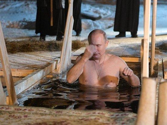Владимир Путин на Крещение искупался на Селигере в Тверской области