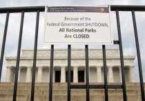 Правительство США в ночь на 20 января приостановило свою работу на неопределенный срок. Это произошло из-за того, что американские конгрессмены и президент так и не смогли согласовать бюджетные расходы на деятельность федеральных ведомств.
