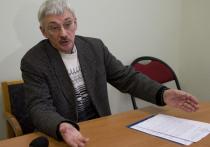 Глава правозащитного отделения «Мемориала» Олег Орлов рассказал «Медиазоне» о том, что в столице Дагестана, Махачкале, была сожжена машина, на которой ездил адвокат руководителя чеченского «Мемориала» Оюба Титиева