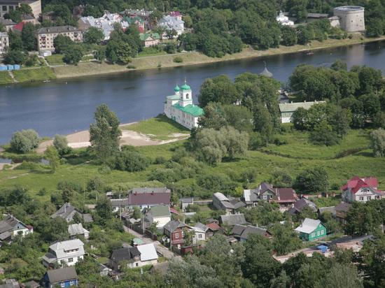 Водосток – дело тонкое: псковичи собрались благоустроить болото возле Мирожского монастыря
