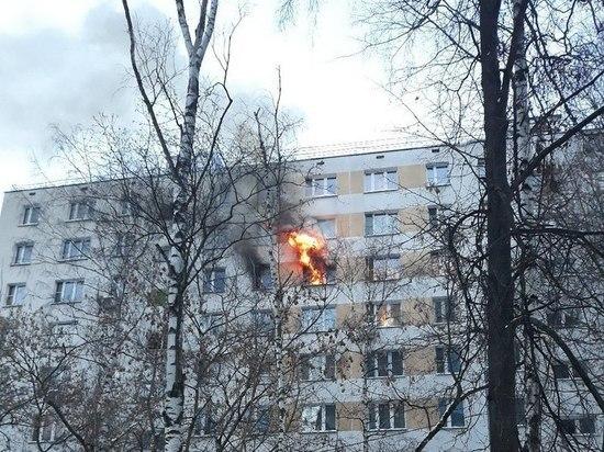 Члены многодетной семьи выбежали из квартиры, когда начался пожар, малышей тщетно пыталась спасти бабушка