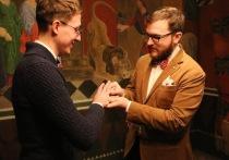 Заключившие брак геи: в России лишь букашки с бумажкой