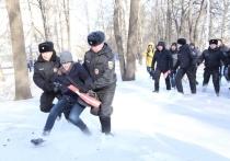 На несогласованной властями акции Навального в Уфе задержали полсотни человек