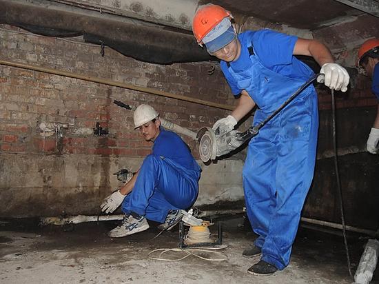 Компании экономят на материале и рабочих, москвичи страдают в развороченных квартирах