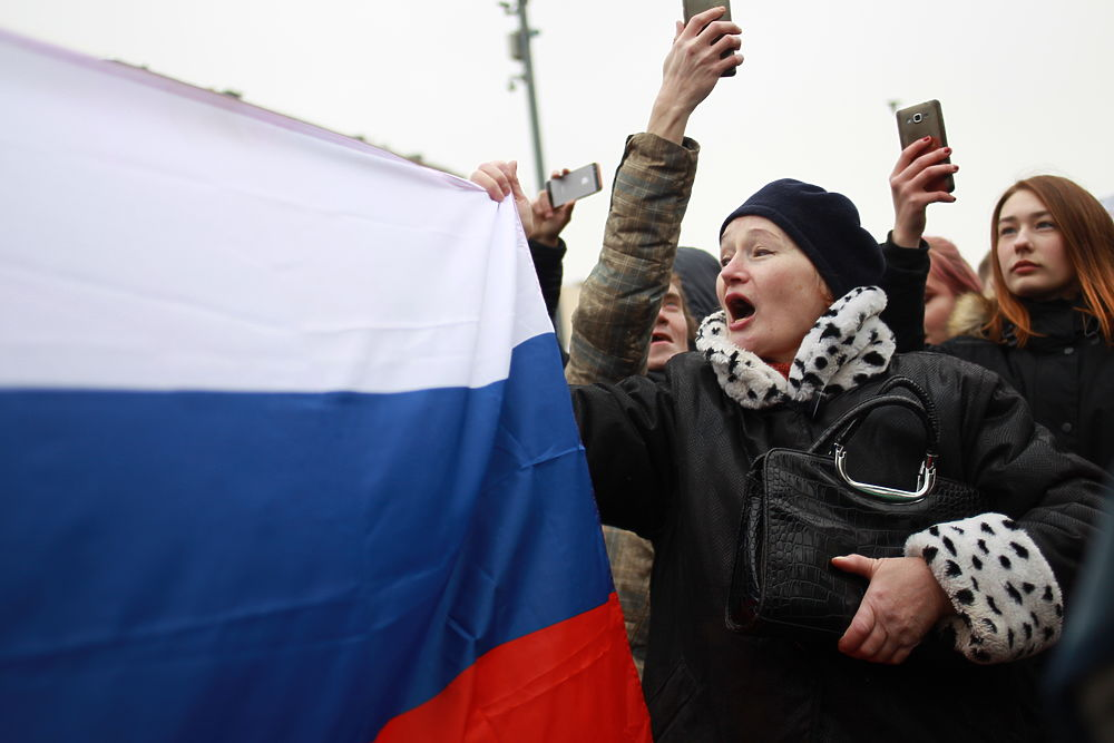 """Дарили цветы полицейским: на """"забастовке избирателей"""" задержали только Навального"""