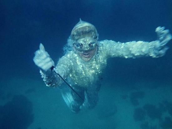 Людей научили слышать под водой