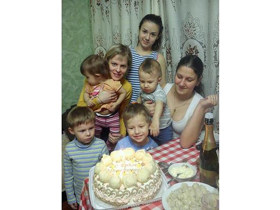 Всероссийский срам: огромной многодетной семье дали 12 метров в коммуналке