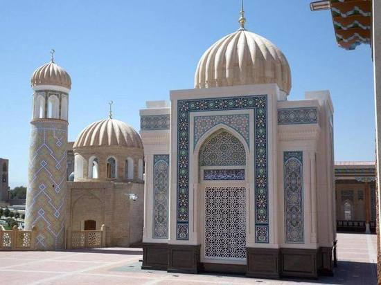 В Самарканде открылся мавзолей Ислама Каримова: драгоценные камни и позолота