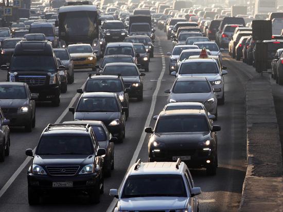 Водителю, неправильно «припарковавшемуся» в пробке, вернут деньги за штраф