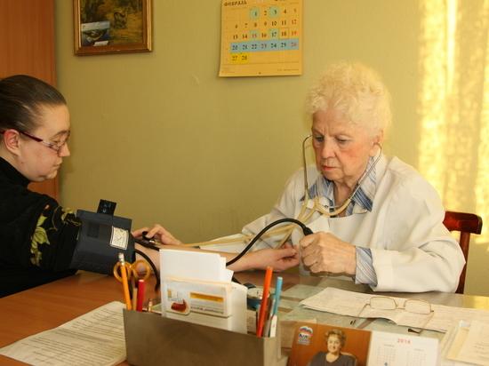 Старейший в области врач работает в больнице №4 в Твери