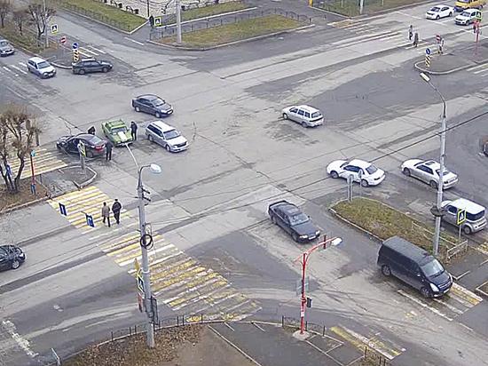 Почему москвичи гибнут на перекрестках: мало зебр и тормозят светофоры
