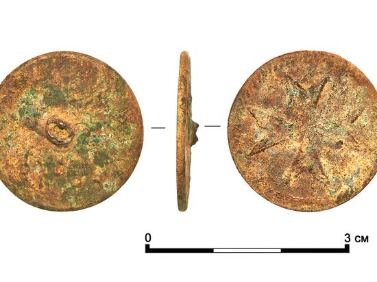 Археологи обнаружили пуговицу времен Павла I с символикой Мальтийского ордена