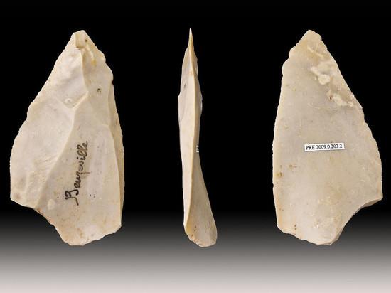 Это камни, обработанные с помощью сложной техники