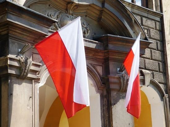Три года за Бандеру: украинцам в Польше придется следить за собой