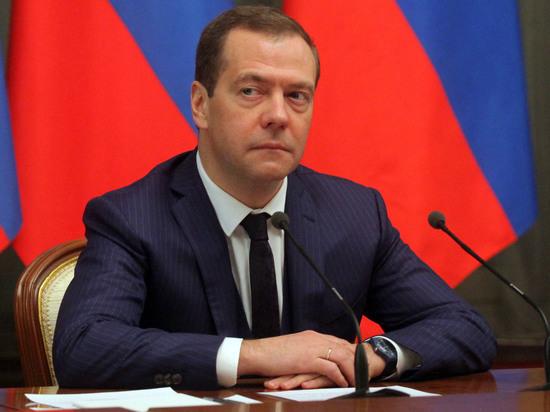 Медведев попал в землетрясение в Алма-Ате и обвинил нечистые силы