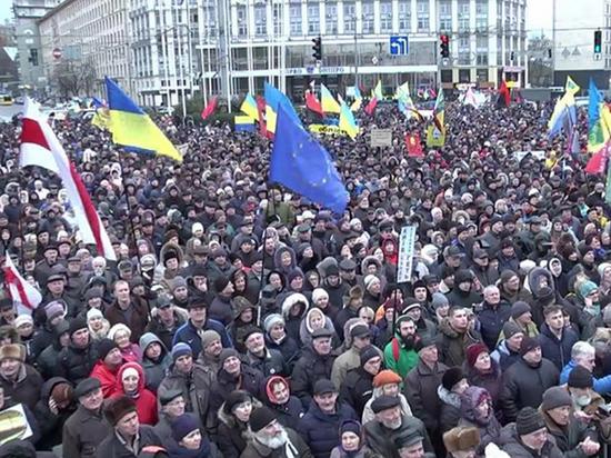 Многотысячный митинг в Киеве: Саакашвили назвал сроки учреждения альтернативного правительства