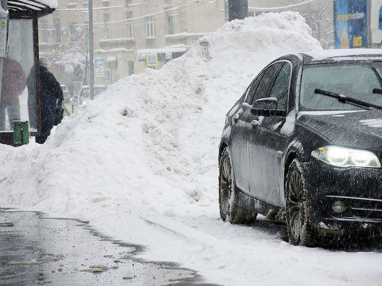 На время снегопада стоянки в Москве продолжают оставаться платными