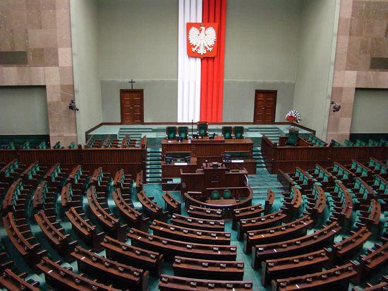 В силу закон вступит после подписания президентом Польши