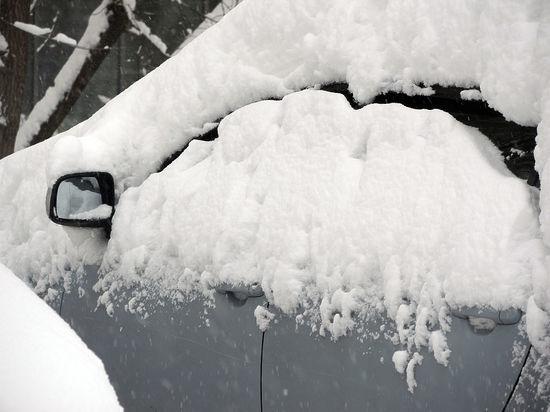 Вредный скребок: как правильно чистить машину ото льда