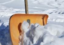 Циклон «Балканец» со снегопадом пришел в субботу вечером, а утром в воскресенье в нашем садовом товариществе погас свет, отключился Интернет, а на крышах домов и машин выросли огромные снежные шапки