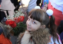 Копи на новогодний подарок ребенку летом, а записывай его в школу в феврале