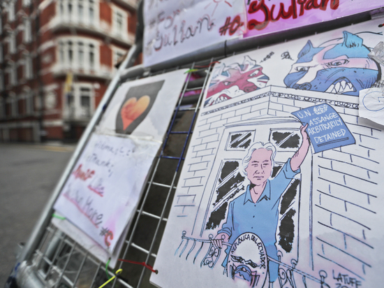 Джулиан Ассанж проиграл: британский суд не стал отменять ордер на арест