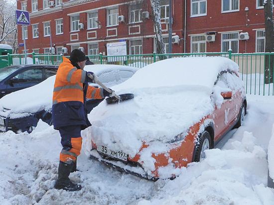 Совковая экономика: как москвичи зарабатывают на откапывании машин