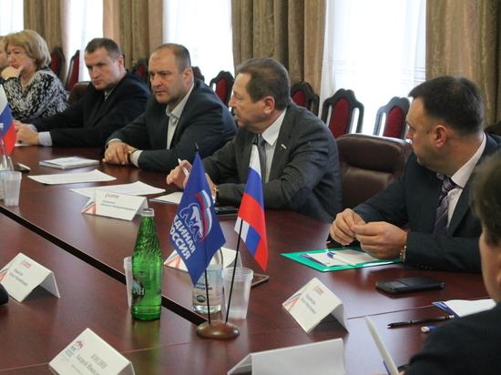 Сторонники «Единой России» реализуют проект по безопасности детей и подростков в Интернете