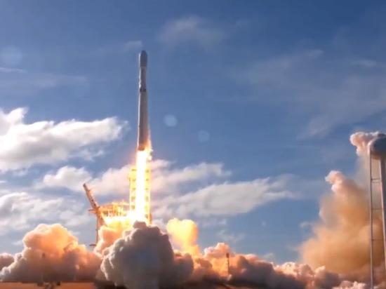 С космодрома на мысе Канавералстартовала сверхтяжелая ракета-носитель Falcon Heavy