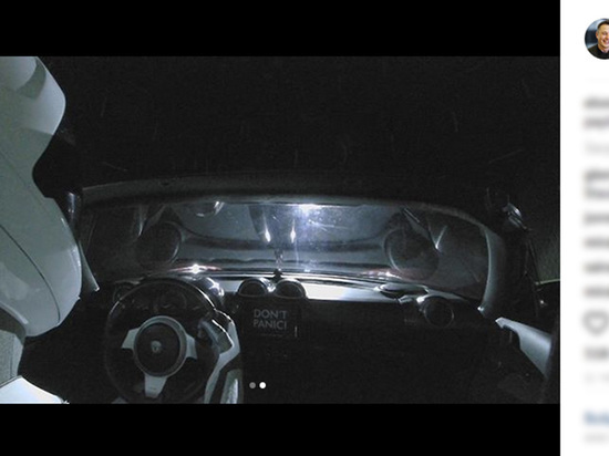 Пассажиром космического электрокара стал персонаж Дэвида Боуи
